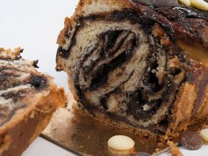 עוגת שמרים שלושה שוקולדים